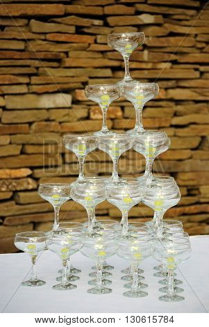 Glasses with grapes stand on a table in the pyramid form