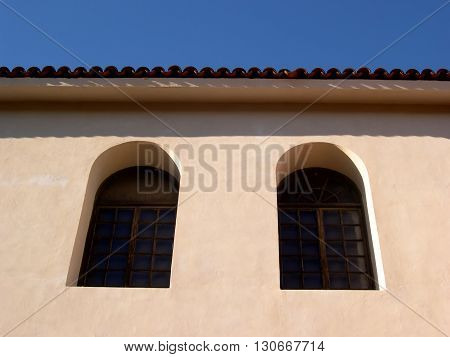 a picture of an exterior 1920's Spanish revival style office building with windows