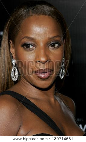Mary J. Blige at the Rodeo Drive Walk Of Style Award honoring Gianni and Donatella Versace held at the Beverly Hills City Hall in Beverly Hills, USA on February 8, 2007.