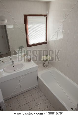 White Exclusive Decor Of Washroom In New House