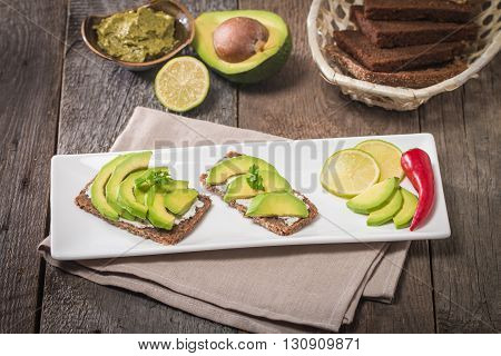 Avocado sandwich on dark rye bread made with fresh sliced avocados