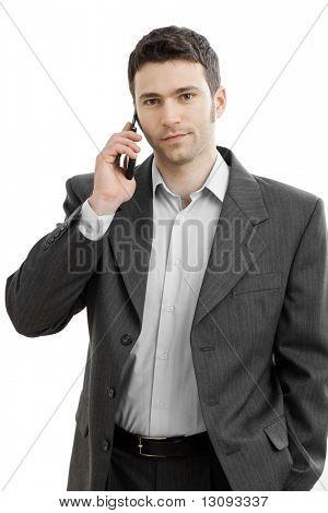 Casual empresário falando no telefone celular. Isolado no branco.