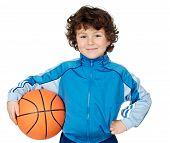 Постер, плакат: Очаровательны ребенка играть в баскетбол