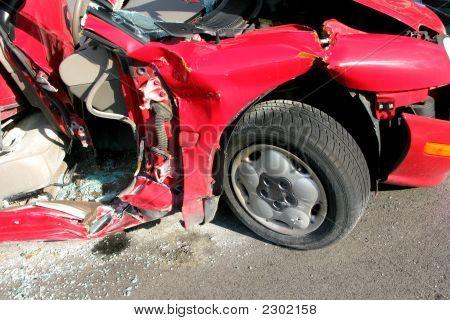Autounfall abgerissen, nachdem schwere Auto Crash Unfall