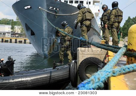 Boarding a ship - soldier.