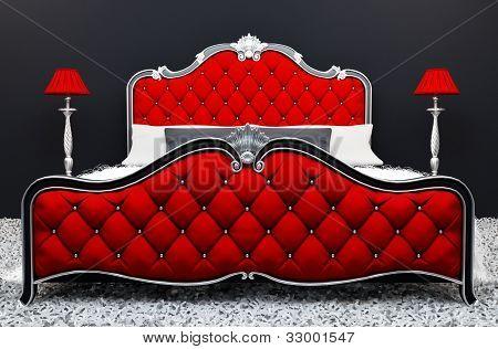 moderne luxuriösen Bett mit Stand Lampe im Innenraum