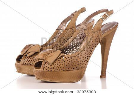 Mulheres sapatos de salto alto marrom