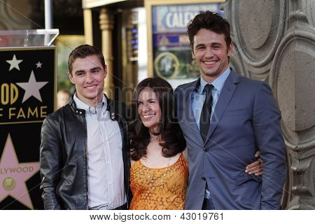 LOS ANGELES - 7 de MAR: Dave Franco, James Franco, Betsy Franco en una ceremonia como James Franco es honore