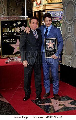 LOS ANGELES - 7 de março: Kevin Huvane, James Franco em uma cerimônia como James Franco é homenageado com uma estrela