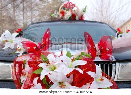 Wedding Decoration On Black Limousine Car.