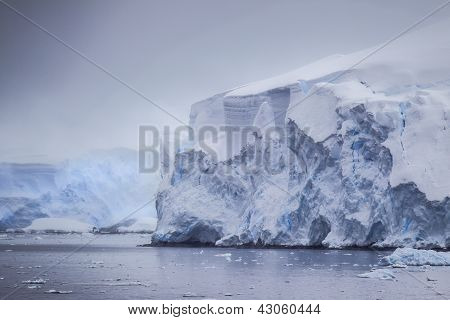 Antarctic Distant Icebergs