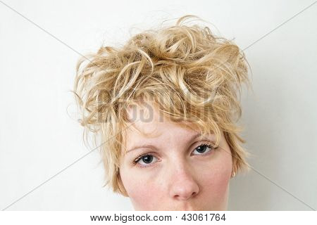 Close-up Blond Girl Head Looking at the camera - Curly Hair
