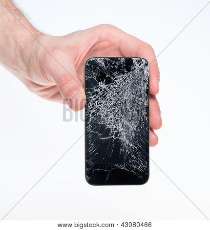Hombre que sostiene el Smartphone roto