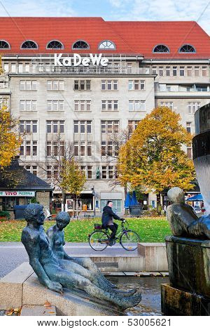 Fountain And Kadewe Store At Wittenbergplatz