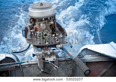 Old Boat Outboard Motor Works Without Cover