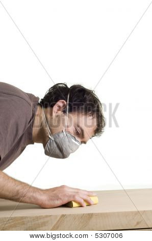 Hombre lijar madera