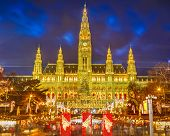 picture of weihnachten  - Rathaus and christmas market in Vienna - JPG