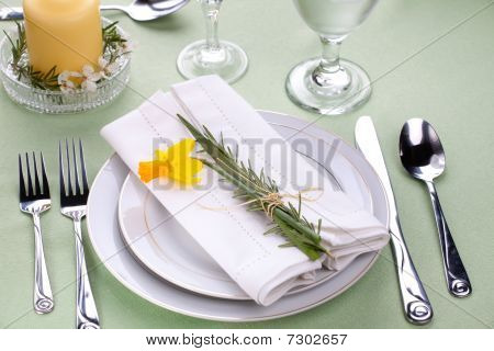 Daffodil Table Settings