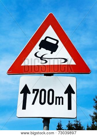 warning risk of skidding on slippery road
