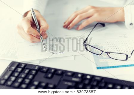 picture of woman hand filling in invoice paper