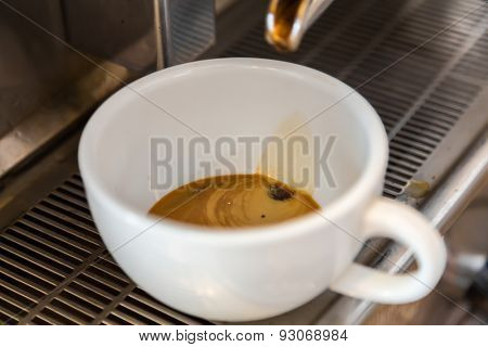 Prepares espresso in coffee shop