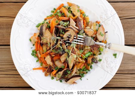 Porcini Mushrooms Ragout With Carrot, Scallion And Thyme In White Plate