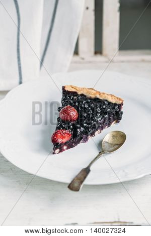 piece of cake with berries, food photo