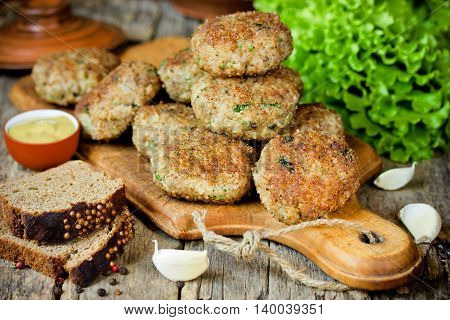 Homemade meat cutlets delicious baked pork cutlets in crispy breading in rustic style selective focus