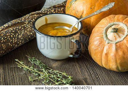 Pumpkin puree in a Cup, thyme and bread