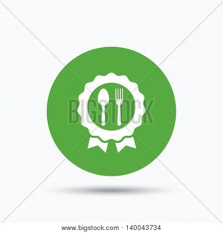 Award medal icon. Food winner emblem symbol. Fork and spoon signs. Flat web button with icon on white background. Green round pressbutton with shadow. Vector
