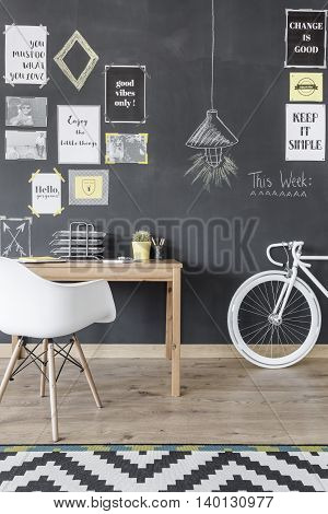 Home Office With Motivational Wall Idea