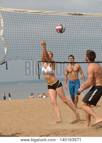 23.07.2016.Russia.Saint-Petersburg.Young people playing volleyball on the beach of the Bay.
