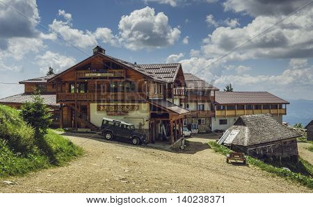 Postavaru Chalet, Romania