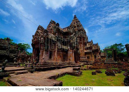 Prasat Hin Phanom Rung,Phanom Rung, or full name, Prasat Hin Phanom Rung, is a Khmer temple complex set on the rim of an extinct volcano at 402 metres elevation, in Buriram Province in the Isan region of Thailand.