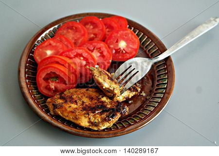 fresh tomatoes with grilled meat - the perfect dinner