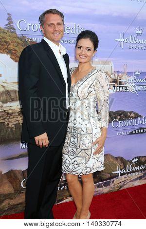 LOS ANGELES - JUL 27:  Scott Sveslosky, Danica McKellar at the Hallmark Summer 2016 TCA Press Tour Event at the Private Estate on July 27, 2016 in Beverly Hills, CA