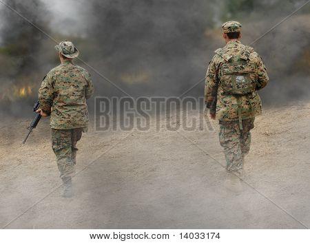 Dois nos soldados no campo de batalha