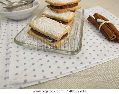 Sandwich biscuits filled with chocolate cinnamon cream