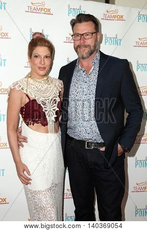 LOS ANGELES - JUL 27:  Tori Spelling, Dean McDermott at the
