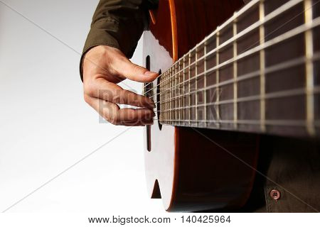 play the right hand on classical guitar