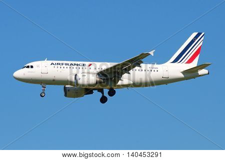 SAINT PETERSBURG, RUSSIA - AUGUST 21, 2015: Airbus A319-111 (F-GRHO) Air France in flight on blue sky background