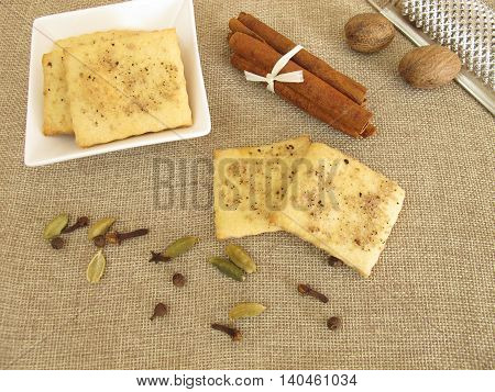 Salty crackers with coffee, cinnamon, cardamom, nutmeg, cloves and allspice