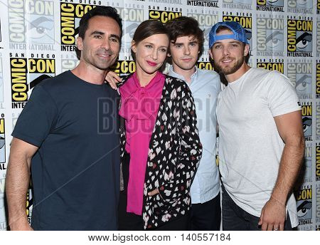 LOS ANGELES - JUL 22:  Nestor Carbonell, Vera Farmiga, Freddie Highmore & Max Thieriot arrives to the Comic Con 2016 -