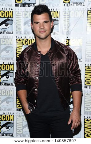 LOS ANGELES - JUL 22:  Taylor Lautner arrives to the Comic Con 2016 -
