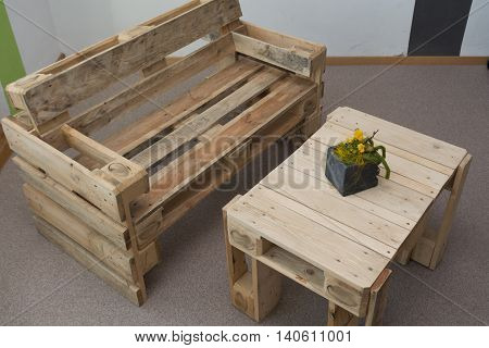 robust bench and table from pallets - Upcycling