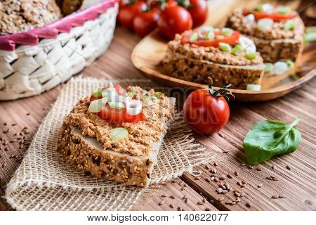Whole Wheat Bread With Fish Spread, Tomato And Onion