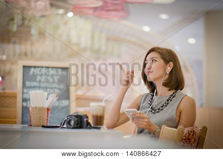The Travel Tourist Woman On Vacation, .with Space For Text Ads. On The Fingertip Of Her