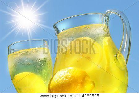 Limonada fresca en un día caluroso de verano