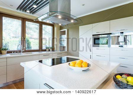 White Kitchen With Island Idea