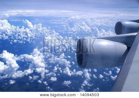 Eine Luftaufnahme von einem Flugzeug